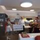 Die rotarische Präsidentin, Frau Kerstin Hattar, überreicht den Magdeburger Klinik-Clowns Frosine und Hanno den Spendenscheck, in Höhe von 1.500,00 €, des Rotary Club Otto-von-Guericke
